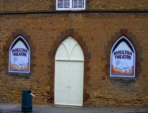 phoca_thumb_l_Moulton Theatre Signs in position